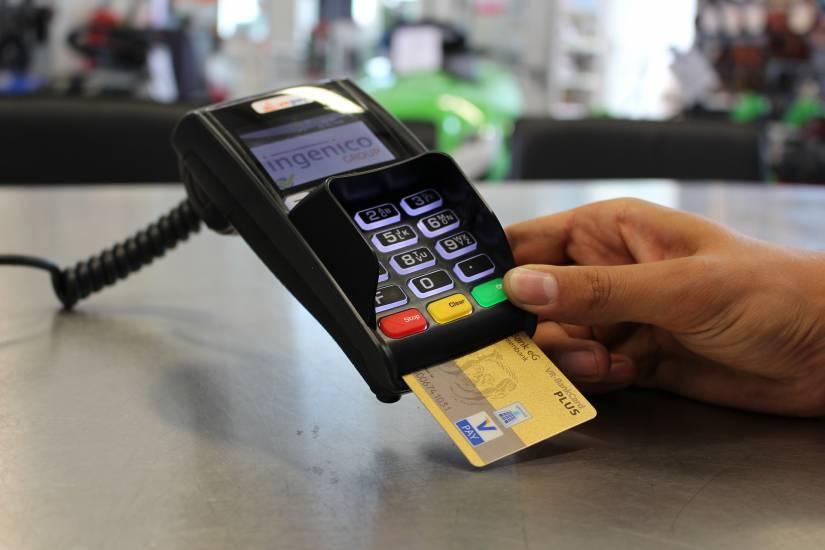 Blitz del governo: il caffè si pagherà col bancomat